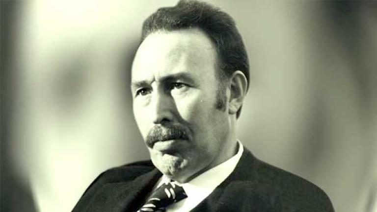 رئيس جزائري قامت على يده نهضة اقتصادية في مجالات كبيرة لبلاده