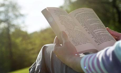 هل تهتم بقراءة كتب أو مقالات خاصة بطرق تربية الأولاد والتعامل الصحيح معهم؟